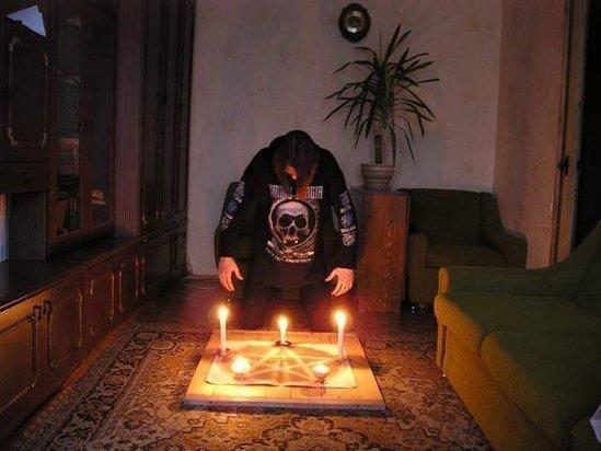 Azərbaycanda 7 satanist olub, 2-si qadın, 5-i kişi...