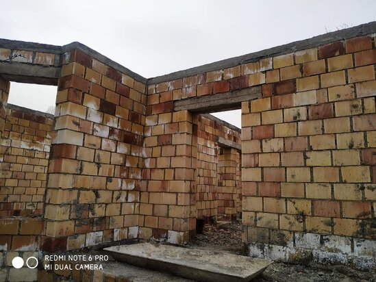 Qusar rayonu Xudat kendinde yari tikili heyet evi satilir!