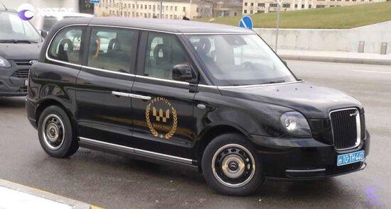 Bakıya elektriklə işləyən müasir taksi gətirilib - VİDEO