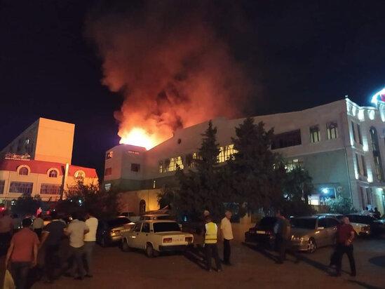 Sumqayıtda yanan şadlıq evindən çıxarılan bəy-gəlindən YENİ XƏBƏR - FOTOLAR