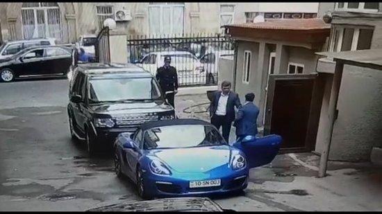 Azərbaycanlı eks məmurun bahalı maşınlarının olduğu şəxsi avtoparkı - FOTOLAR