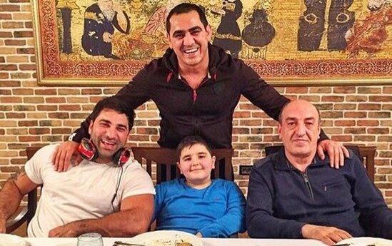 Ramil Usubov şou-biznes adamları ilə fotosu yayılan rəisi işdən çıxardı- FOTO