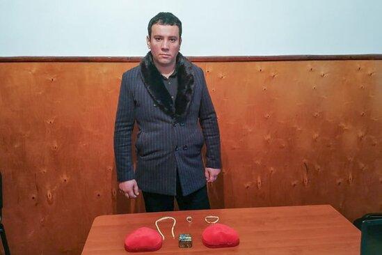 Azərbaycanda mənzildən 15 min manatlıq qızıl oğurladı- FOTO