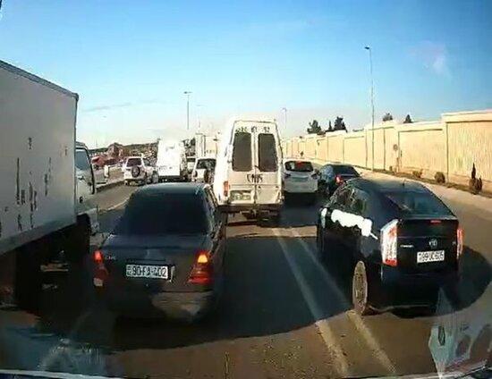 Bakıda tıxaca səbəb olan sürücülər - VİDEO