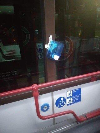 Sərnişinlər 50-dən çox avtobusda dezinfeksiya dispenserlərini qırıb -Bakıda (FOTO)