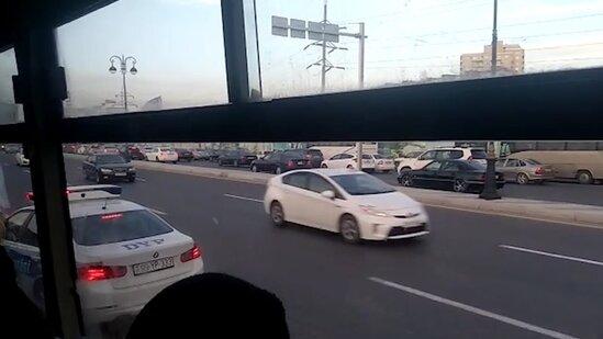 Babək prospektində avtobus sürücüləri əks yola çıxdı - VİDEO