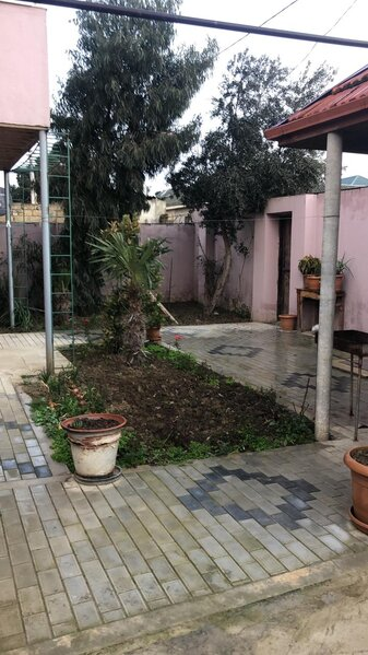 Mehdiabad qesebesinde 5 otaqli heyet evi satilir!