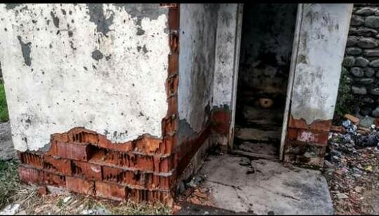 Azərbaycanda məktəbdə biabırçılıq - Şagirdlər tualetə... - FOTO