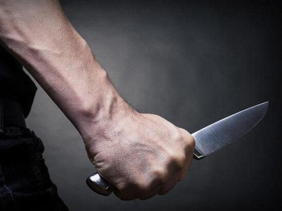 Bakıda gənc oğlan atasını bıçaqladı