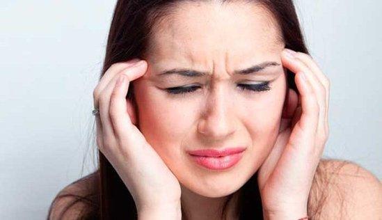 Baş ağrısının 5 əsas SƏBƏBİ