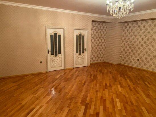 """Tecili Nesimi rayonu """"Parlaq""""MTK-da menzil satilir!"""