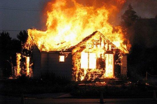 Xaçmazda ev yandı