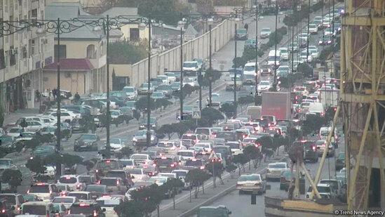 Bakı-Sumqayıt yolunda güclü tıxac - Minlərlə avtomobil yolda qaldı